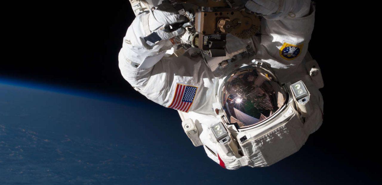 ISS'te bir uzay yürüyüşü sırasında astronot Chris Cassidy