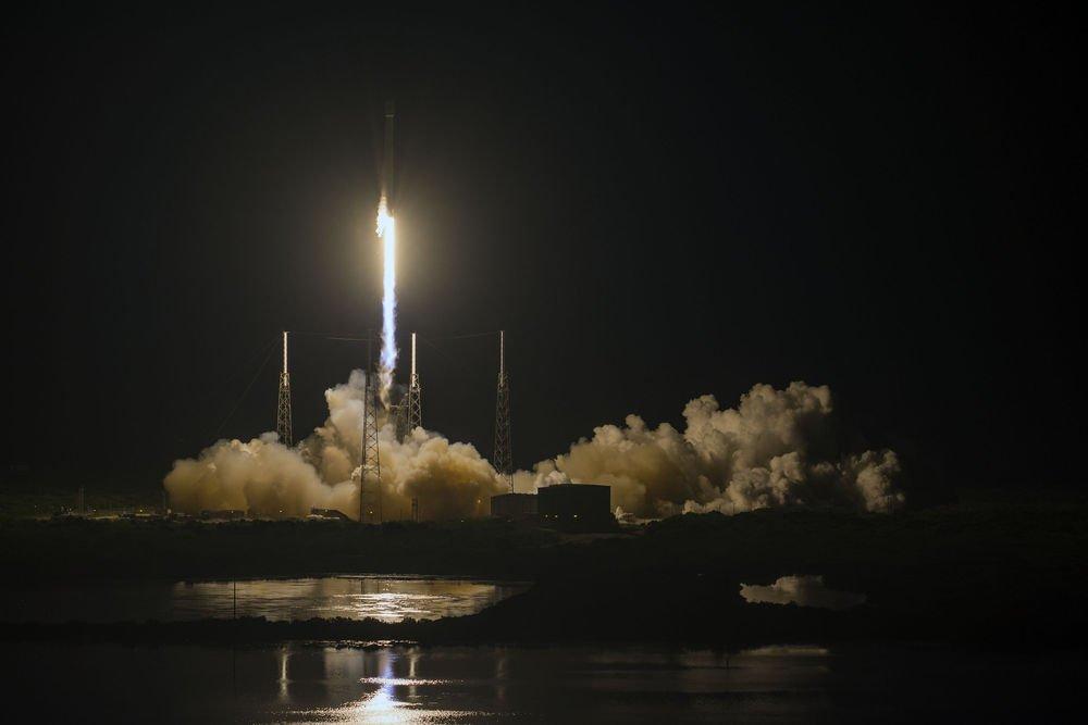 Roket yörüngeye iletişim uydusu taşıyordu.