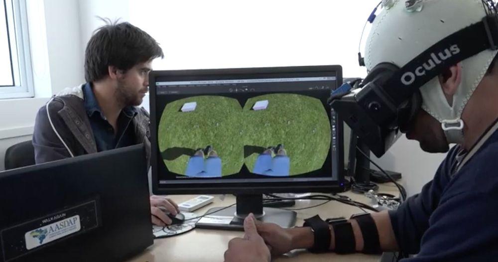 Hasta sanal gerçeklikte bir avatar kullanarak yürümeyi öğreniyor.