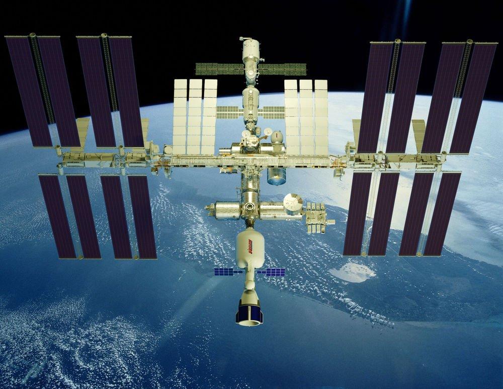 Bigelow Aerospace LLC şirketi XBASE'i (Expandable Bigelow Advanced Station Enhancement/Genişletilebilir Bigelow İleri Seviyede Geliştirme İstasyonu) denemeye hazır.Derin uzayda çalışma imkanı sağlamakla birlikte, Dünyanın yakın yörüngesinde ticari bir üs olarak da görev yapacak olan araç B-330 adlı bir genişletilebilir uzay aracı tasarımına dayanılarak inşa ediliyor.