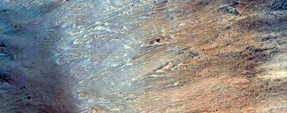 Marslı filminde ünlü olan Acidalia Planitia yanındaki yamaç.