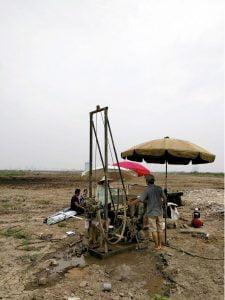 Hanoi yakınlarında kuyu için sondaj çalışmaları