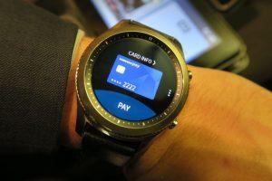 Samsung Pay uygulaması Samsung Pay, akıllı saatinizi ödeme işlemlerinizde güvenli bir şekilde kullanmanıza olanak sağlıyor