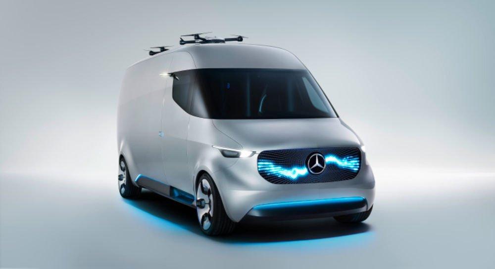 Mercedes-Benz Vision Van Tepesinde dronelar olan kamyonet  Aslında tam da kamyonet değil, daha çok tekerlekleri olan ufak bir depo ve helikopter pisti.