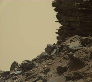 Murray Tepeleri Mars roverı Curiosity'nin gözünden Mars manzarası.