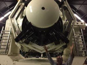 Uzay Gözlem Teleskobu'nun Ön Yüzü MIT Lincoln Laboratuvarları'ndan Peter Trujillo teleskobun gökyüzünün ne kadar geniş bir dilimini görüntüleyebildiğini gösteriyor