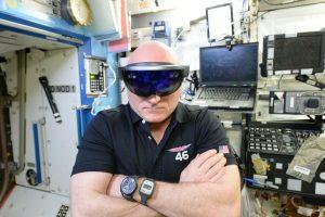 HoloLens uzay istasyonunda HoloLens siparişiniz Scott Kelly ile birlikte gelmeyecek. Muhtemelen.