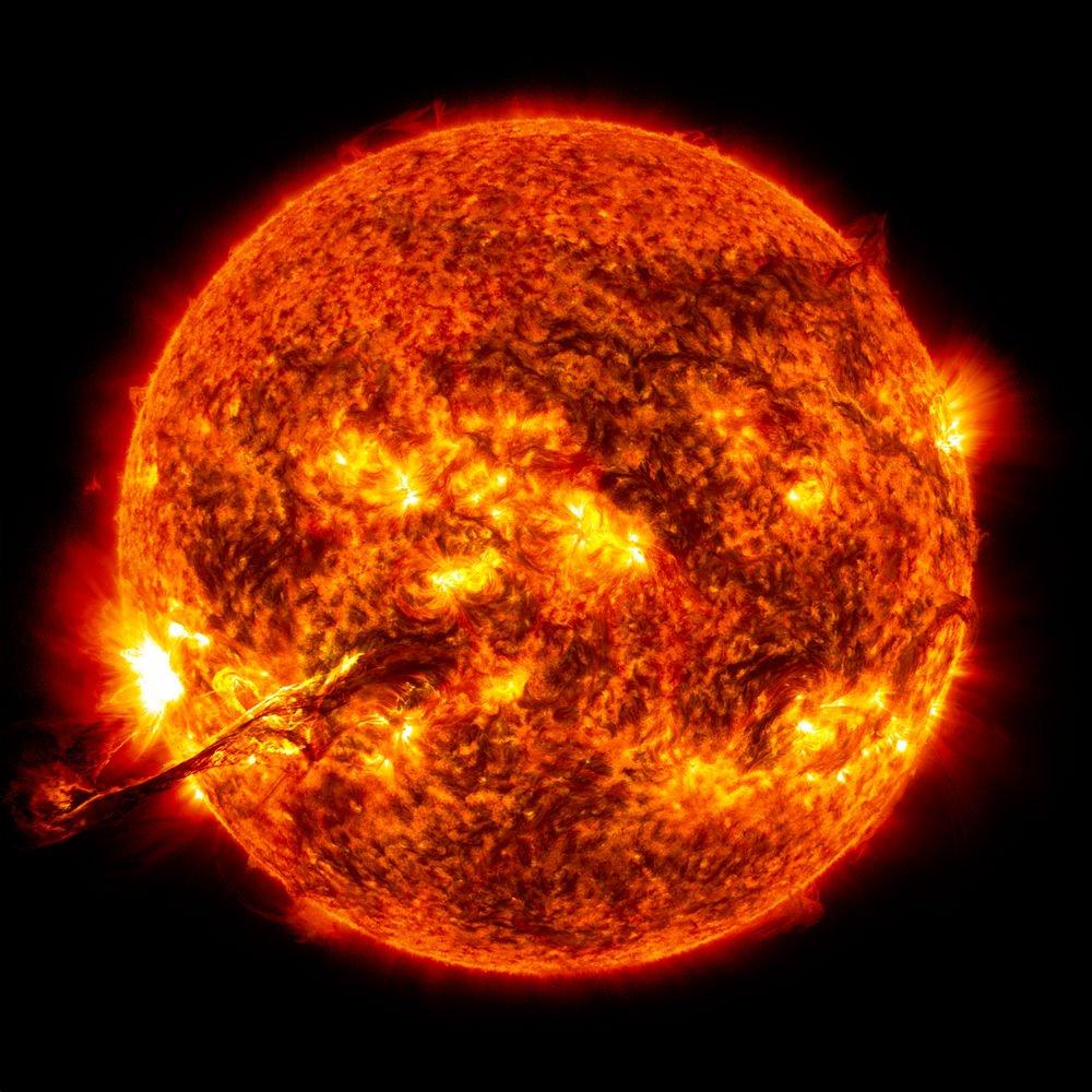 Taçküre Kütle Atımı Güneşte gerçekleşen taçküre kütle atımı (coronal mass ejection-CME) patlaması
