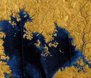 Titan'daki göller Oksijen varlığında yanabilir olmaları dışında Dünya'daki gibi görünüyorlar.
