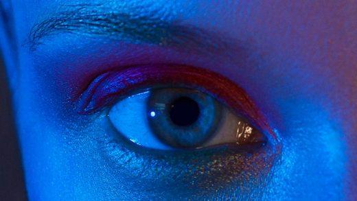 Mavi Işık, İnsanlarda Gözün Kendi Kendine Saldırmasına Yol Açıyor