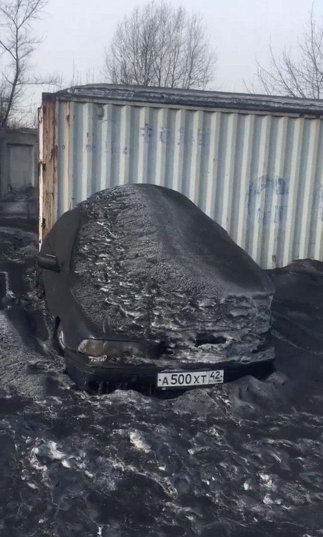 Sibirya'daki Birkaç Şehirde Siyah Renkli Kar Yağdı