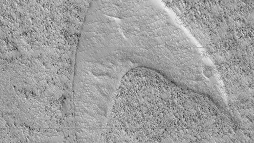 Kırmızı Üniformalılar Kızıl Gezegen'de: Mars, Dev Bir Star Trek Nişanı Taşıyor